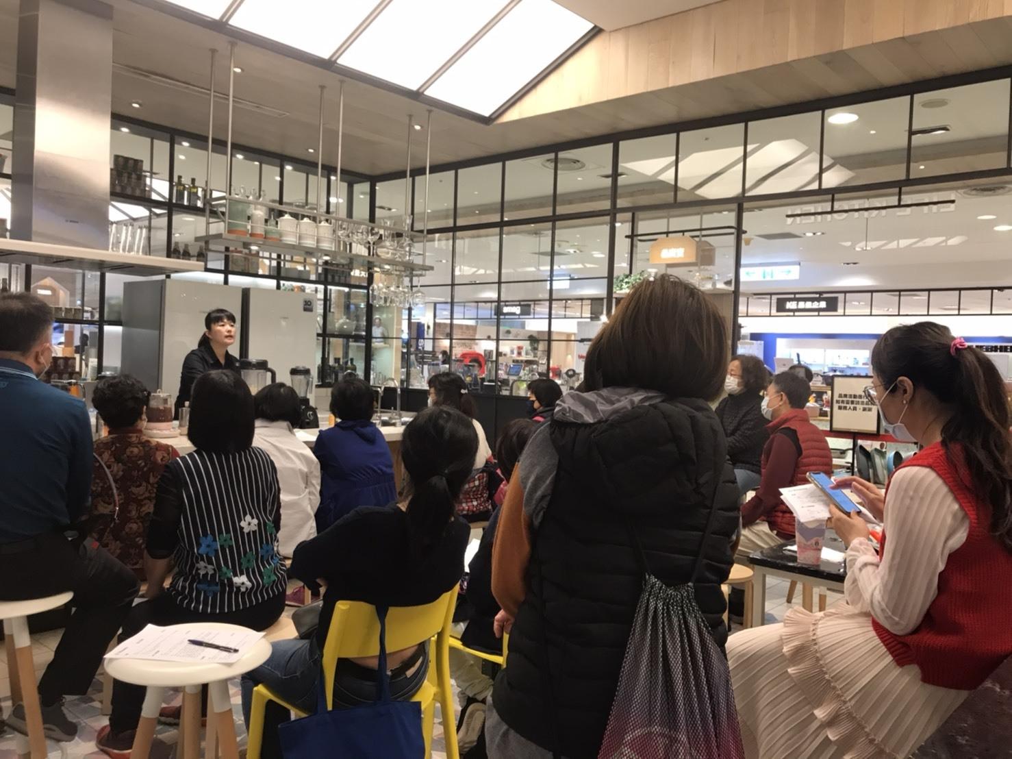 大侑台中新光百貨專櫃健康食尚分享料理-分享會現場-Vitamix調理機-S30-E320-陳月卿(l-02